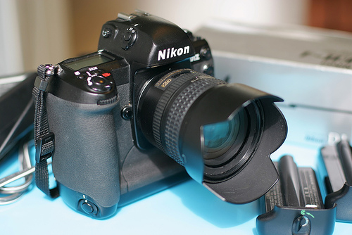 Nikon DSLR D1 V1 And Pocket